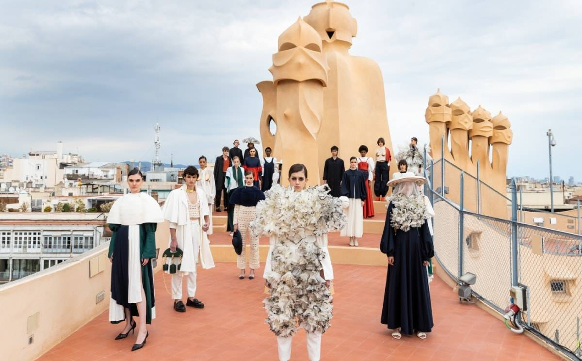 080 Barcelona Fashion: Fashion and architecture at La Pedrera