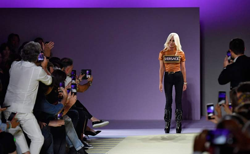 Michael Kors compra Versace e cambia nome in Capri Holdings Limited